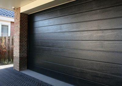 Poort garage sectionaal houtstructuur - garagepoort in Ieper
